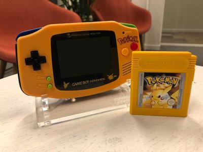 Gameboy Advance Limited Pokemon Edition + Pokemon Yellow