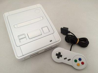Super Nintendo [SNES] White Edition